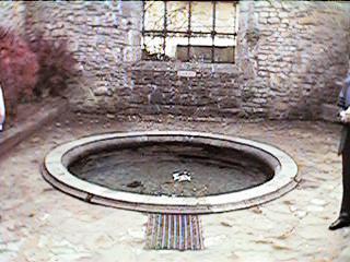 オルヴァル修道院伝説の池